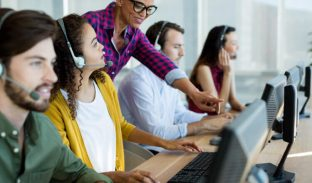 How to Motivate Agents in a Call Center: 8 Effective Tips